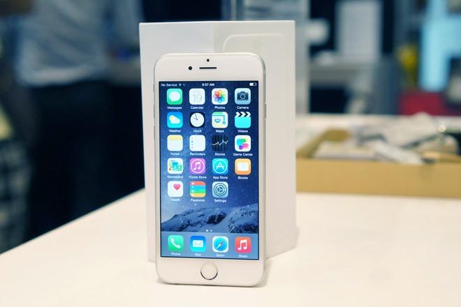 Dan buon lo ca tram trieu vi gia iPhone 6 giam khong phanh hinh anh 1 Nhiều cửa hàng lỗ nặng vì nhập iPhone 6, 6 Plus với số lượng lớn trong khi giá bán lại liên tục giảm.