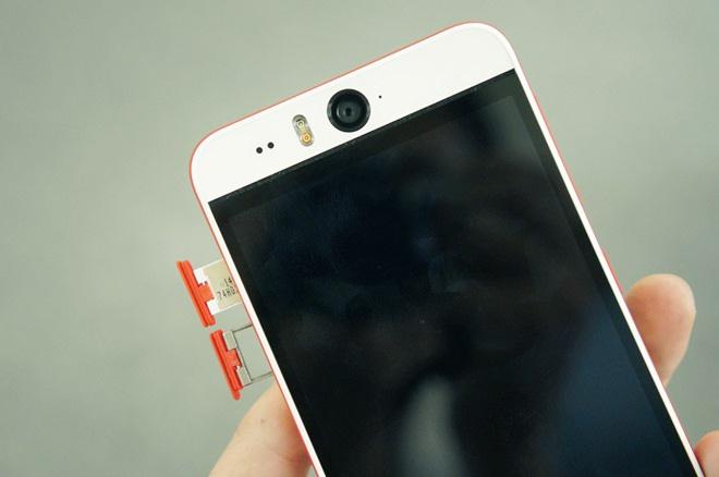 HTC Desire Eye voi camera truoc 13 cham co gia 13,3 trieu hinh anh