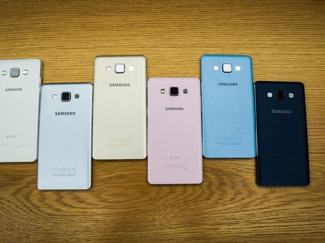 Anh thuc te 2 smartphone kim loai sieu mong Galaxy A3, A5 hinh anh 5