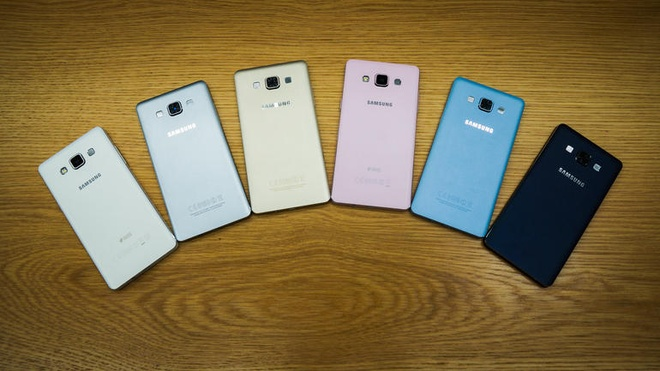 Anh thuc te 2 smartphone kim loai sieu mong Galaxy A3, A5 hinh anh 6