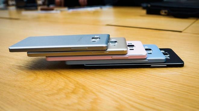 Anh thuc te 2 smartphone kim loai sieu mong Galaxy A3, A5 hinh anh 7