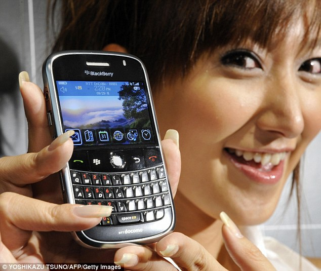 CEO BlackBerry mat mat vi vo dung dien thoai Samsung hinh anh