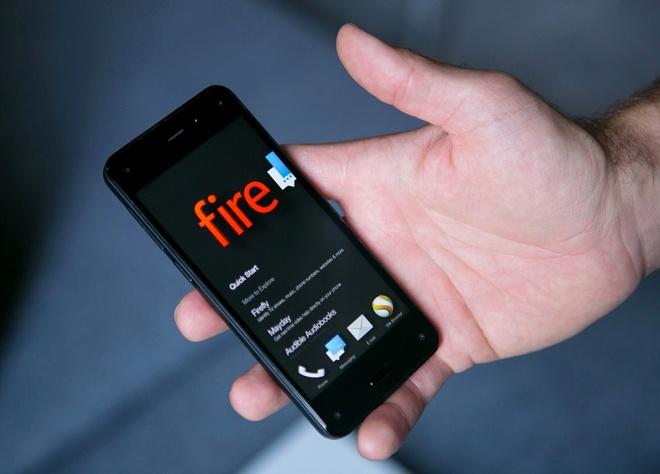 Dien thoai 6 camera cua Amazon rot gia the tham hinh anh 1 Amazon Fire Phone được đánh giá là một trong những sản phẩm thất bại của năm 2014. Ảnh: Time