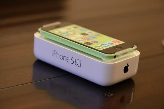 Apple se som khai tu iPhone 5C hinh anh