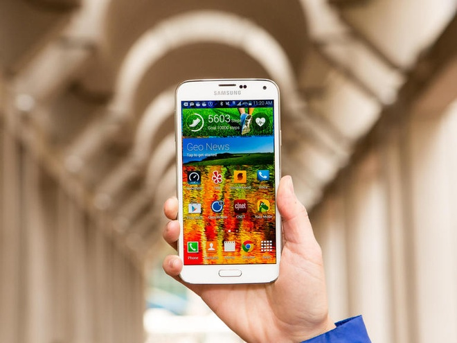 Galaxy S5 ban gia 1 USD trong ngay 'thu 6 den' hinh anh 1 Samsung Galaxy S5 giảm giá mạnh trong ngày mua sắm Black Friday. Ảnh: Cnet.