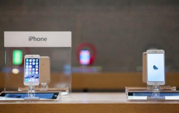 Smartphone bom tan chinh hang, xach tay chenh gia ra sao? hinh anh