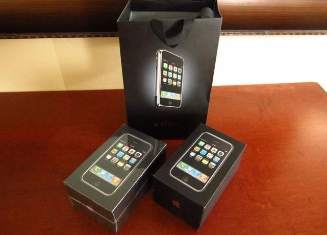 iPhone 2G nguyen seal ban dau gia 260 trieu dong hinh anh 1