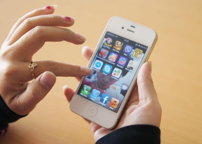 iPhone doi cu giam gia manh tai VN can Giang sinh hinh anh
