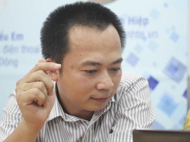 Ông Đoàn Văn Hiểu Em là một trong 4 khách mời tham gia phỏng vấn trực tuyến của Zing.vn về bảng xếp hạng smartphone tốt nhất năm 2014.