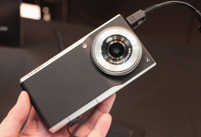Smartphone lai may anh dung ong Leica tu Panasonic hinh anh