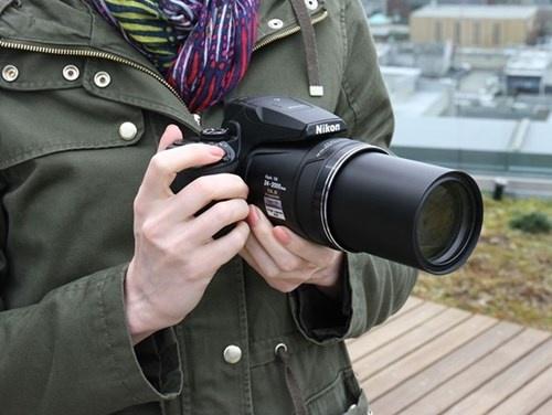 Nikon tung may anh Coolpix P900 zoom xa 16 km hinh anh