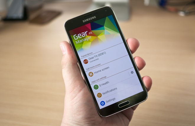 Samsung Galaxy S5 chinh hang giam gia 3 trieu dong hinh anh
