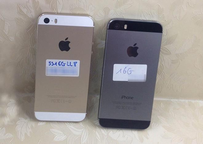 iPhone 5S đã qua sử dụng đang lấn át máy mới trên thị trường xách tay. Ảnh:  Tuấn Anh.