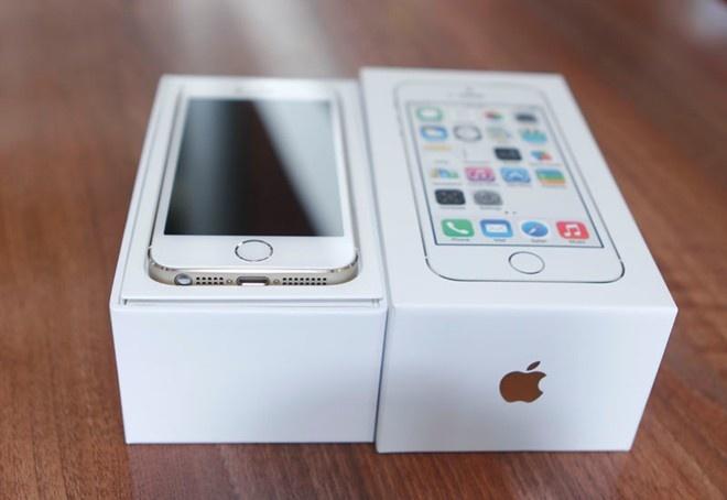 iPhone 5S cu tran ve khien hang moi e am hinh anh