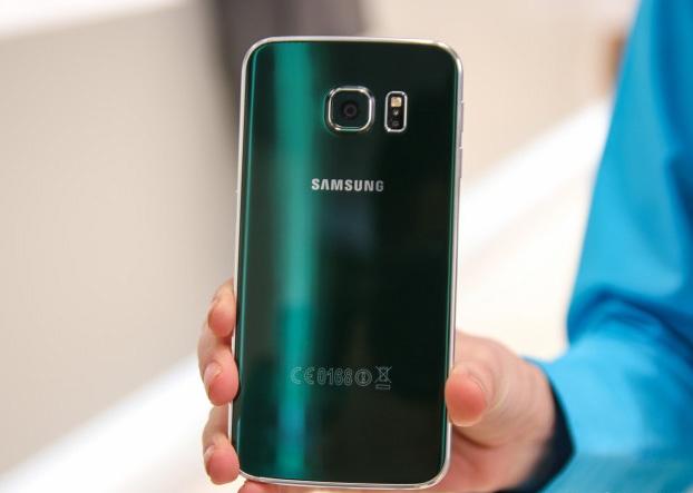 Nguoi dung mon moi cho ban Galaxy S6 mau hiem hinh anh