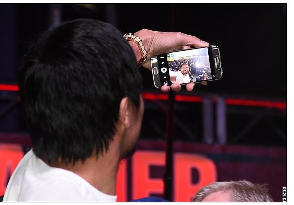 Pacquiao quang cao cho Samsung van vo tu dung iPhone hinh anh