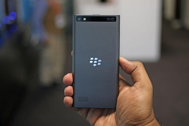 BlackBerry Leap chinh hang sap len ke, gia 6,5 trieu hinh anh