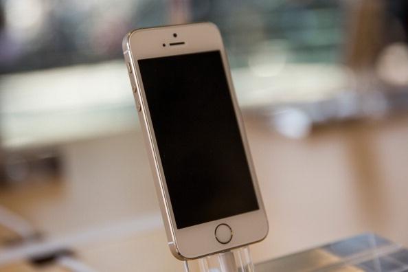 iPhone 5S mat gia thanh hang pho thong hinh anh