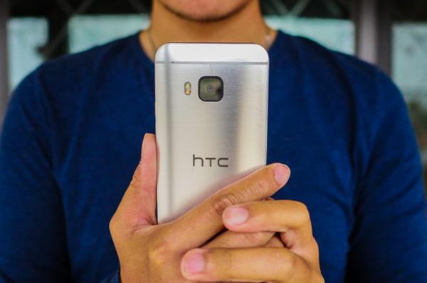 HTC hua tung smartphone bom tan moi trong thang 10 hinh anh