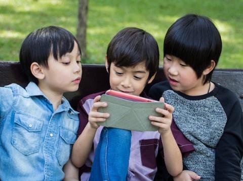 Tre em dung iPad, smartphone: Dau la diem dung? hinh anh