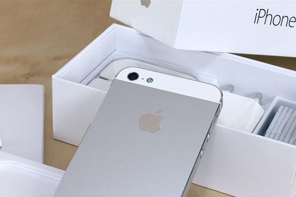 6 smartphone cu ban chay nhat dip giua nam 2015 hinh anh 1