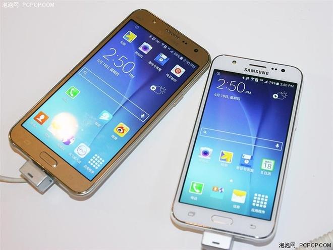 Smartphone chuyen selfie Galaxy J7 gia 5 trieu tai VN hinh anh