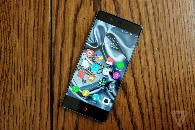 Can canh smartphone khong vien cua Trung Quoc ban o My hinh anh