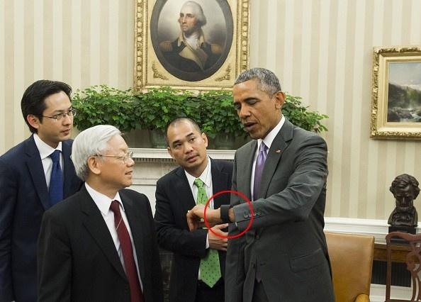 Tong thong My Obama dung smartwatch gi? hinh anh