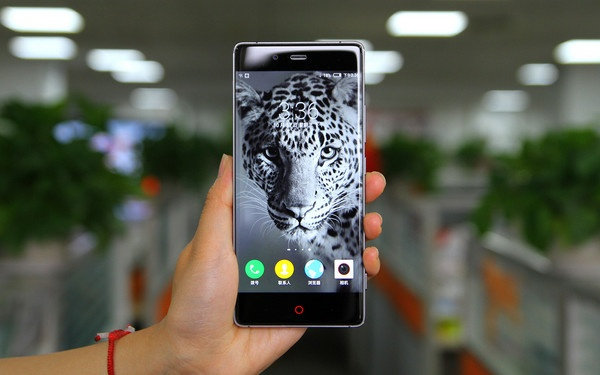 Top 5 smartphone co RAM 4 GB hinh anh
