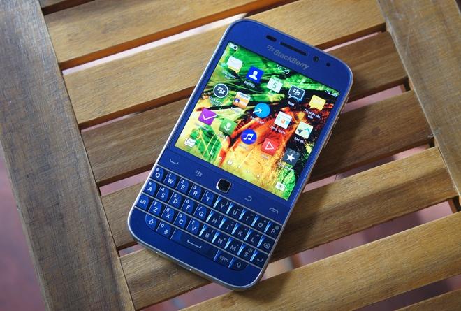 BlackBerry Classic xach tay xanh cobalt ve VN gia 8,5 trieu hinh anh