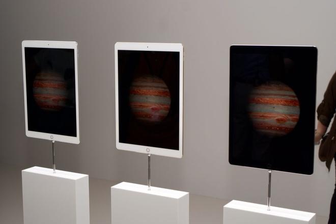 Anh thuc te iPad Pro: Man hinh 12,9 inch, hieu nang cao hinh anh 2