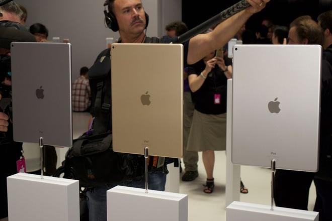 Anh thuc te iPad Pro: Man hinh 12,9 inch, hieu nang cao hinh anh 3