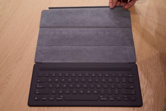 Anh thuc te iPad Pro: Man hinh 12,9 inch, hieu nang cao hinh anh 8