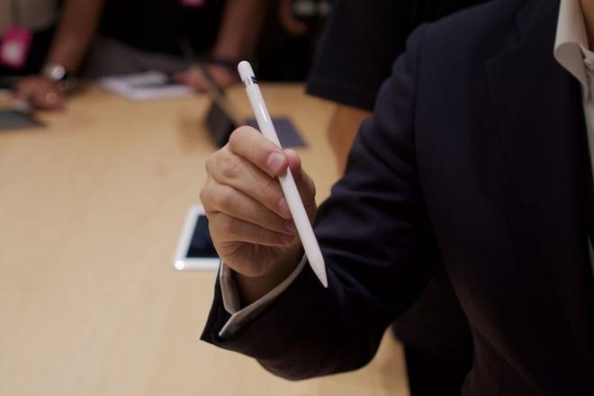 Anh thuc te iPad Pro: Man hinh 12,9 inch, hieu nang cao hinh anh 9