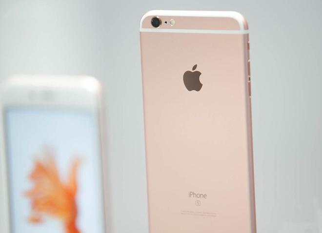 iPhone 6S vang hong duoc chao gia chenh 6-7 trieu dong hinh anh
