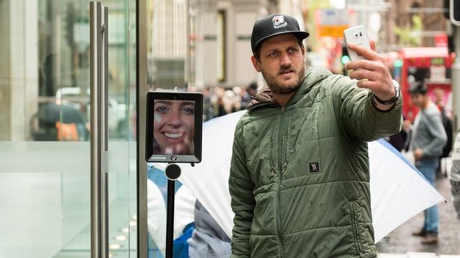 Robot xep hang mua iPhone 6S thay chu nhan tai Australia hinh anh