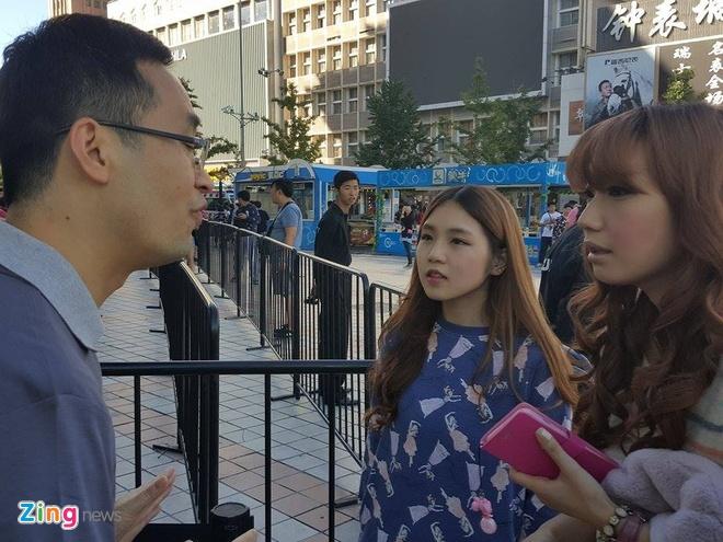 Chay ra san bay ve Viet Nam sau khi mua iPhone 6S hinh anh 20