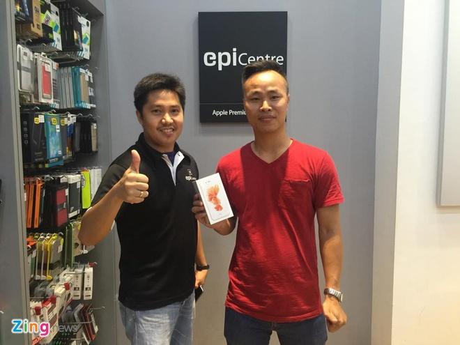 Chay ra san bay ve Viet Nam sau khi mua iPhone 6S hinh anh 21