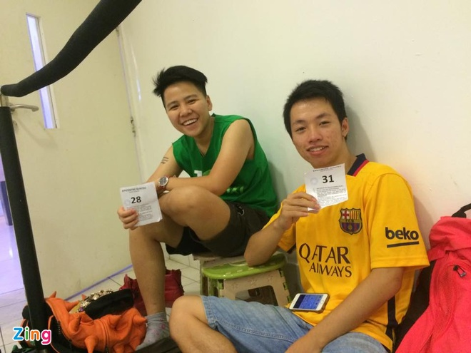 Chay ra san bay ve Viet Nam sau khi mua iPhone 6S hinh anh 11