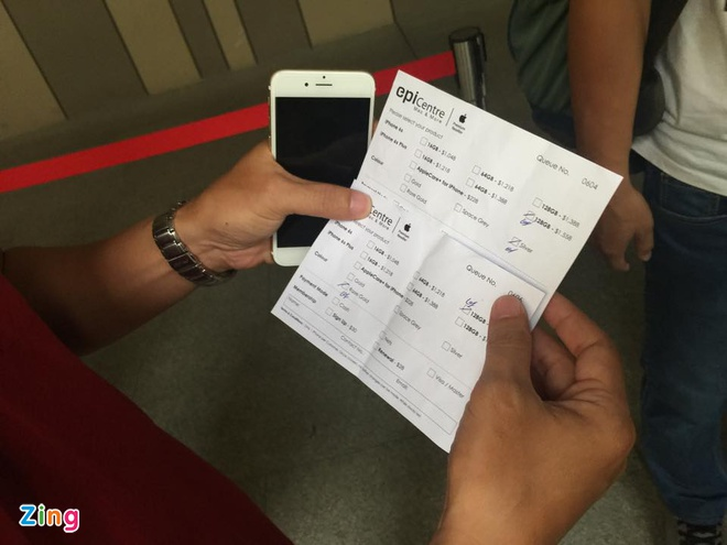 Chay ra san bay ve Viet Nam sau khi mua iPhone 6S hinh anh 16