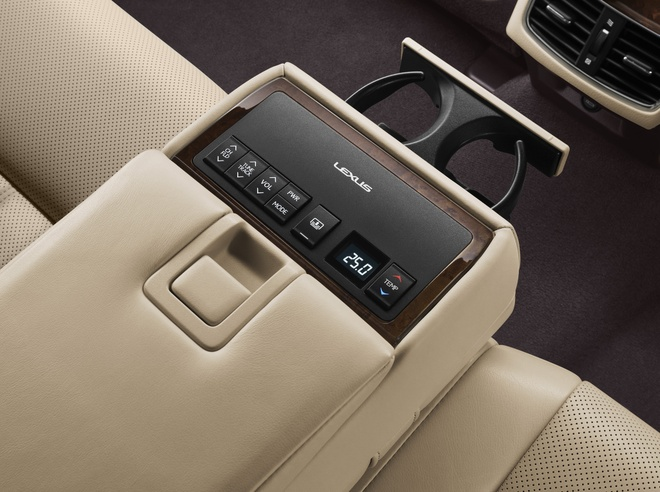 Lexus ES350 the he moi ve Viet Nam, gia tu 2,7 ty dong hinh anh 4