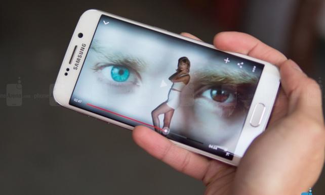 S6 Edge là smartphone đầu tiên sở hữu màn hình cong 2 cạnh