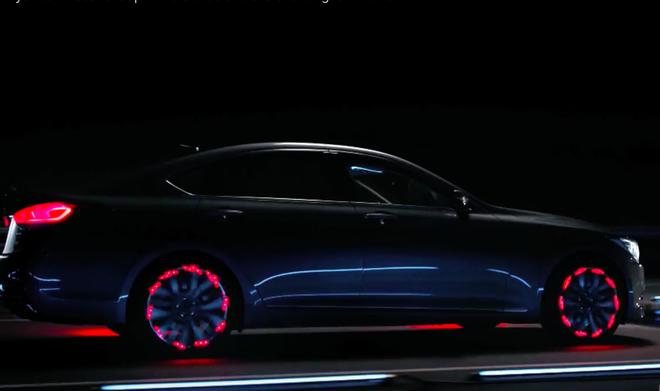 Hyundai Genesis voi bo la-zang phat sang trong dem hinh anh