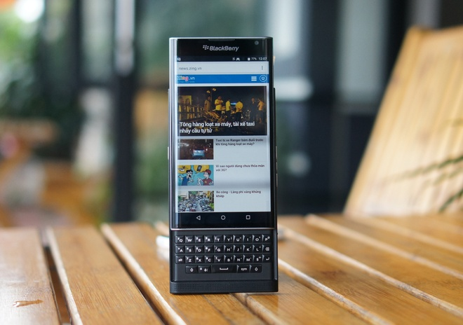 Can canh de Android dang doc BlackBerry Priv tai VN hinh anh