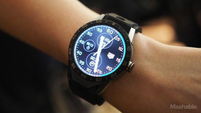 Tag Heuer tung smartwatch sieu sang gia 1.500 USD hinh anh
