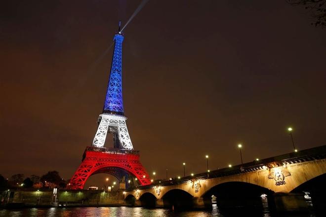 Khung bo Paris va trach nhiem cua Facebook hinh anh