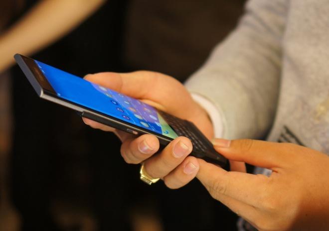 BlackBerry Priv ra mat tai Viet Nam, gia 18,5 trieu dong hinh anh 2