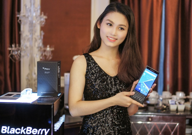 BlackBerry Priv: 'Du tiec muon phai co phao hoa, champagne' hinh anh 2