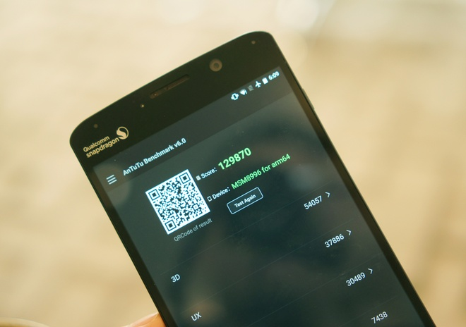 Smartphone thu nghiem Snapdragon 820 ghi 130.000 diem AnTuTu hinh anh 1