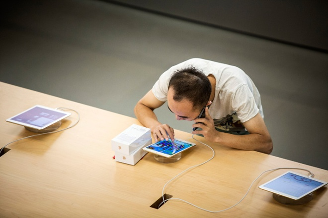 Buc tranh tuong phan cua iPhone va iPad tai Viet Nam hinh anh 2